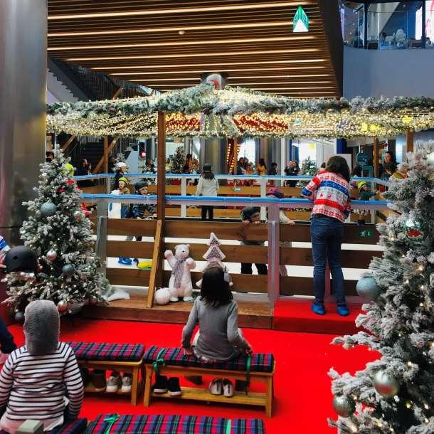 Pista de Gelo Artificial da ilha de natal do Mar Shopping Matosinhos